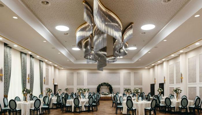 Sala glamour Dębowy Dwór - restauracja, noclegi, szkolenia, wesela, konferencje, wyjazdy integracyjne naRoztoczu